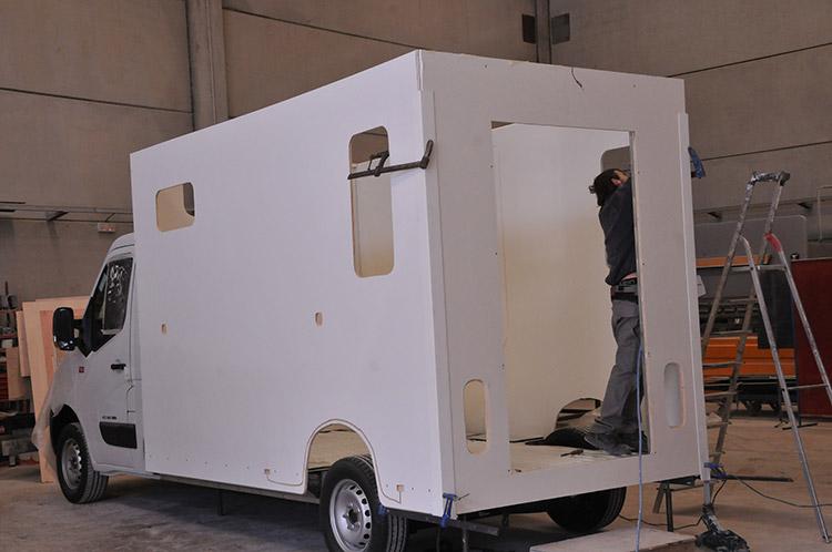 La carrosserie Ameline propose différents véhicules pour transporter vos chevaux.